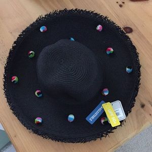 NWT- ADJUSTABLE STRAW HAT WITH UPF 50+